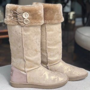 SKECHERS Women's faux fur boots size 9